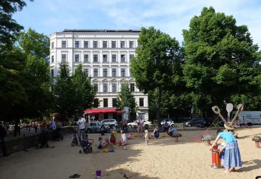 Families at Kollwitzplatz