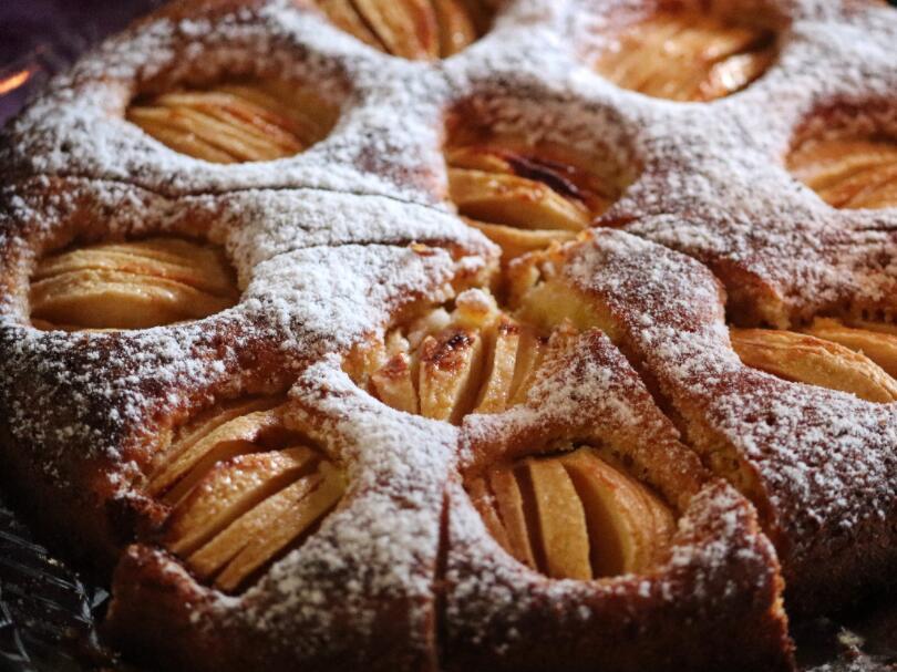 Oma's Apfelkuchen (Grandma's apple cake), Germany